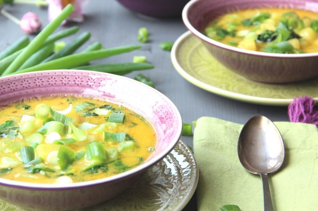 Indische-Spinat-Kokossuppe-mit-Kartoffeln_klein