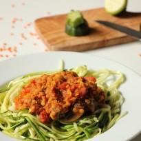 Zucchinspaghetti-mit-Linsen-Bolognese-1